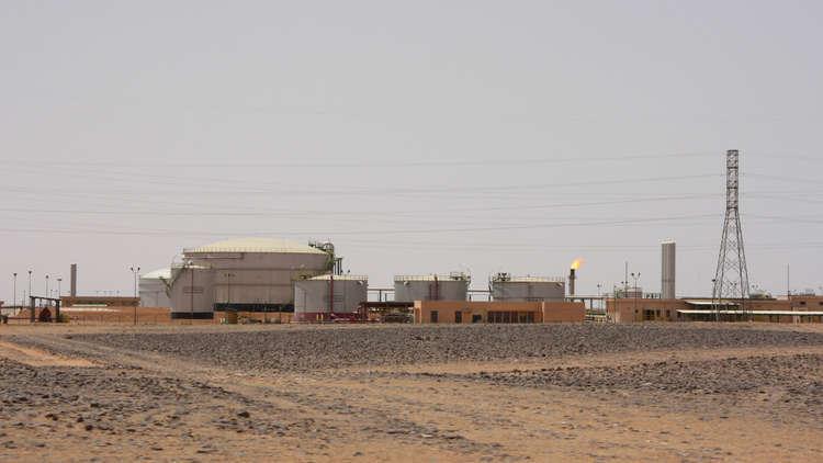 ليبيا.. مصرع 3 عمال باستنشاق غاز في حقل نفطي