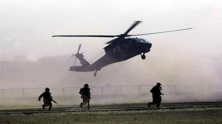 مصرع طيار عماني وإصابة مساعديه  في تحطم مروحية عسكرية