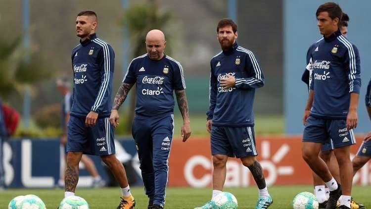 قبل أشهر من المونديال.. فضيحة سامباولي تهز أركان منتخب الأرجنتين (فيديو)