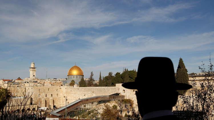 إسرائيل تعتزم بناء محطة باسم ترامب قرب الأقصى!