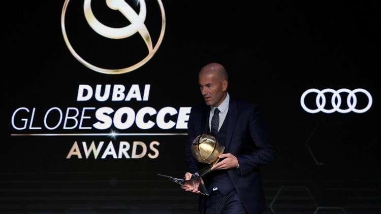 شاهد.. زيدان يخرج بجائزتين من دبي واحدة لنفسه وأخرى لريال مدريد
