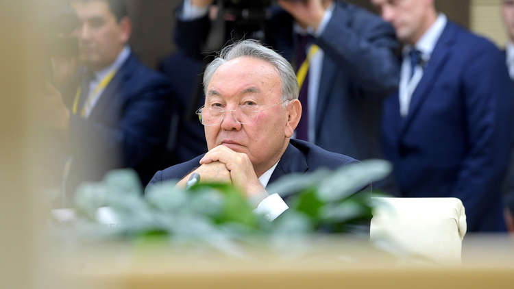 كازاخستان تغير أبجديتها للمرة الثالثة في 100 عام وتبتعد عن روسيا