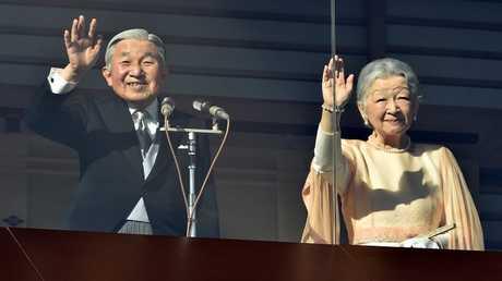 أرشيف  - إمبراطور اليابان أكيهيتو وزوجته