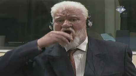 سلوبودان برالياك لحظة تجرعه السم في محكمة بلاهاي