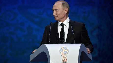 """""""الفرعون المصري"""" يلتقط """"سيلفي"""" تاريخي مع بوتين!"""