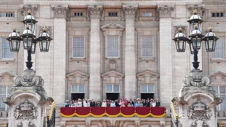 أفراد العائلة المالكة البريطانية على شرفة قصر باكنغهام،  لندن، بريطانيا، 17 يونيو 2017