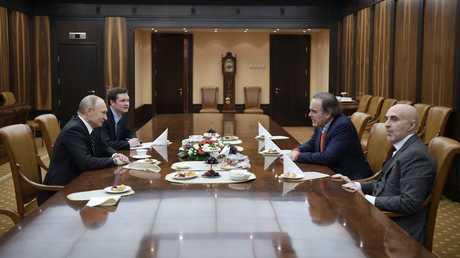 الرئيس الروسي فلاديمير بوتين والمخرج الأمريكي أوليفر ستون