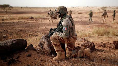 جنود ماليون وفرنسيون في دورية مشتركة في إطار عملية