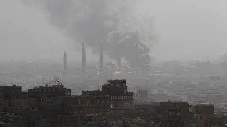 تصاعد الدخان بعد المواجهات العنيفة بين قوات صالح والحوثيين في صنعاء