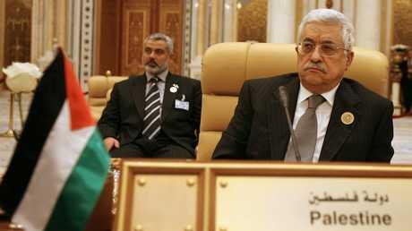رئيس السلطة الفلسطينية محمود عباس ورئيس المكتب السياسي لحركة