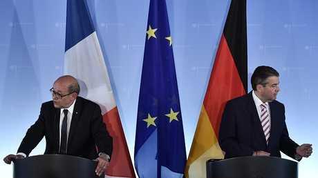 وزير الخارجية الفرنسي جان إيف لودريان مع نظيره الألماني زيغمار غابرييل