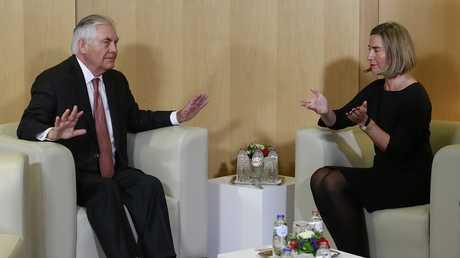 فيديريكا موغيريني مع وزير الخارجية الأمريكي ريكس تيلرسون