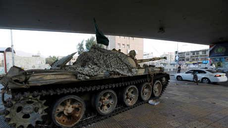 دبابة تابعة للحوثيين في صنعاء
