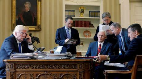 الرئيس الأمريكي، دونالد ترامب، وأعضاء في إدارته
