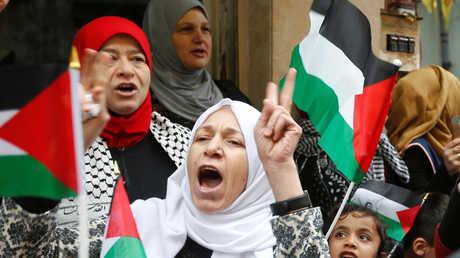 فلسطينيون يتظاهرون ضد ترامب في بيروت