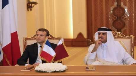 ماكرون صحبة تميم بن حمد في الدوحة