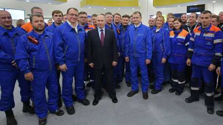 """بوتين مع عمال مشروع """"يامال"""" للغاز الطبيعي"""
