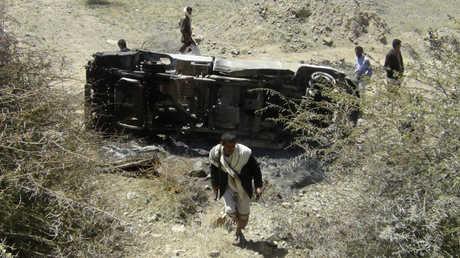 سيارة يعتقد أنها تابعة لعناصر في القاعدة بعد قصفها