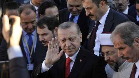 أردوغان في مدينة كوموتيني اليونانية