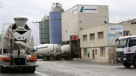 الجزائر تصدر أول شحنة إسمنت