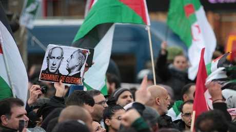 تظاهرات في فرنسا ضد زيارة نتنياهو لباريس ودعما للقدس