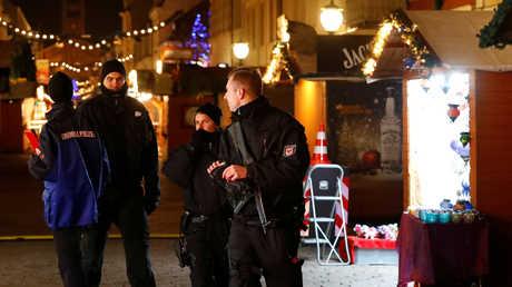 الشرطة في سوق الميلاد ببرلين