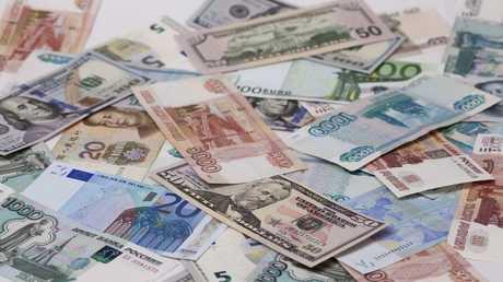 العملات الروسية والصينية والأمريكية