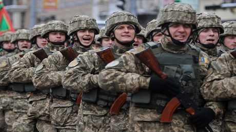 أرشيف - عناصر من الجيش الأوكراني