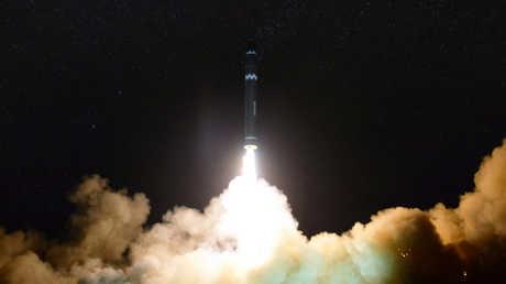 """إطلاق صاروخ من طراز """"هواسونغ-15"""" من قبل كوريا الشمالية"""