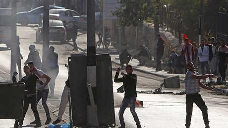 فلسطينيون يشاركون في مواجهات مع القوات الغسرائيلية في بيت لحم (16 ديسمبر/كانون الأول).