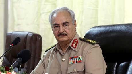 """قائد """"الجيش الوطني الليبي""""، المشير خلفية حفتر"""
