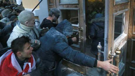 أنصار ميخائيل سآكاشفيلي يحاولون اقتحام قصر أكتوبر في كييف