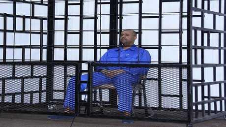 سيف الإسلام القذافي، يحضر جلسة استماع في قاعة محكمة في الزنتان 25 مايو 2014