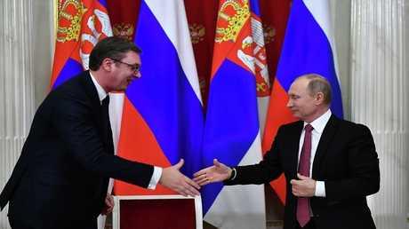 الرئيس الروسي، فلاديمير بوتين، ونظيره الصربي ألكسندر فوتشيتش