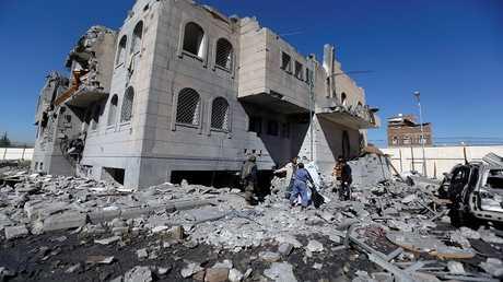أرشيف - آثار قصف للتحالف العربي على صنعاء