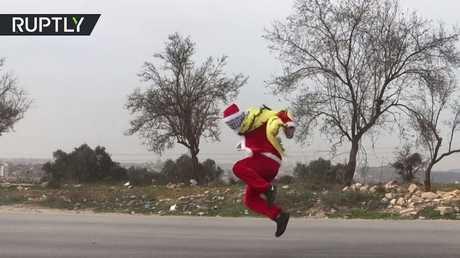 """بابا نويل""""  يصاب في اشتباكات مع الجيش الإسرائيلي  """""""