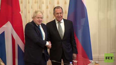 لقاء وزيري الخارجية الروسي سيرغي لافروف والبريطاني بوريس جونسون