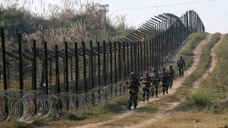 جنود هنود عند الحدود مع باكستان