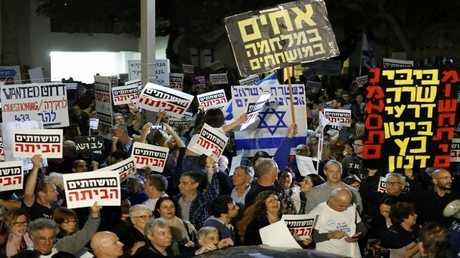 إسرائيليون يتظاهرون ضد الحكومة في تل أبيب