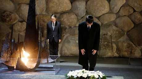 وزير الخارجية الياباني في نصب محرقة اليهود بالقدس