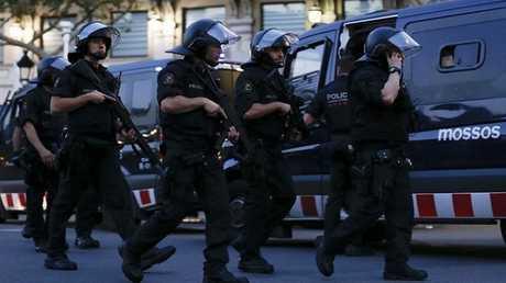 قوات الشرطة المدريدية في إقليم كتالونيا - أرشيف