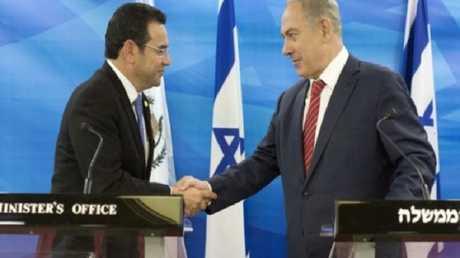 الرئيس الغواتيمالي جيمي موراليس ورئيس الوزراء الإسرائيلي بنيامين نتانياهو