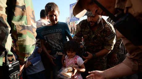 توزيع مساعدات غذائية روسية على مدنيين في سوريا (أرشيف)