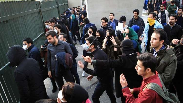 جونسون: بريطانيا قلقة مما يحصل في إيران