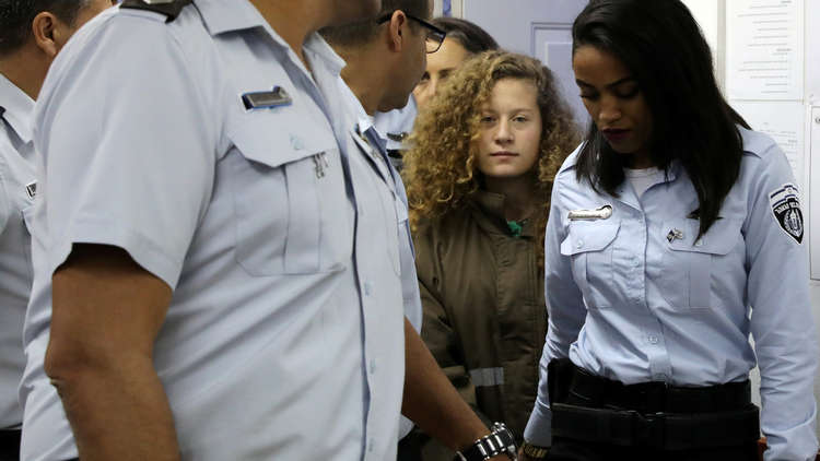 النيابة الإسرائيلية توجه لائحة اتهام ضد عهد التميمي ووالدتها
