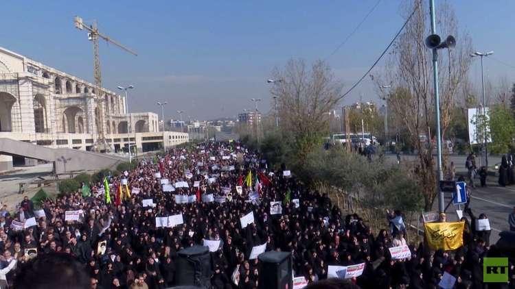 الحرس الثوري يحذر من مساع لإسقاط النظام وسط تواصل الاحتجاجات ضد الحكومة