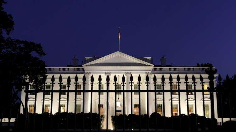 البيت الأبيض يحظر على موظفيه استخدام هواتفهم المحمولة