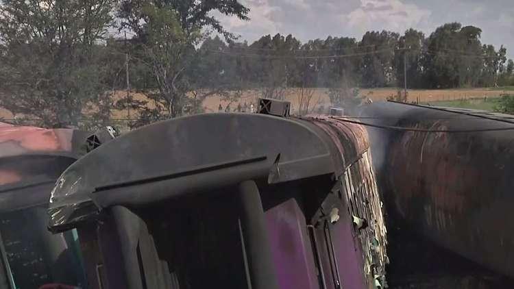 مصرع 14 شخصا بخروج قطار عن مساره في جنوب أفريقيا
