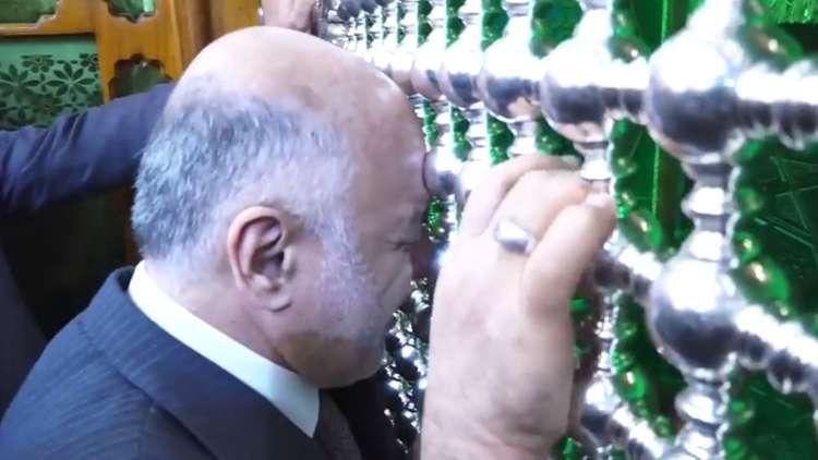 العبادي يزور العتبة الكاظمية في بغداد