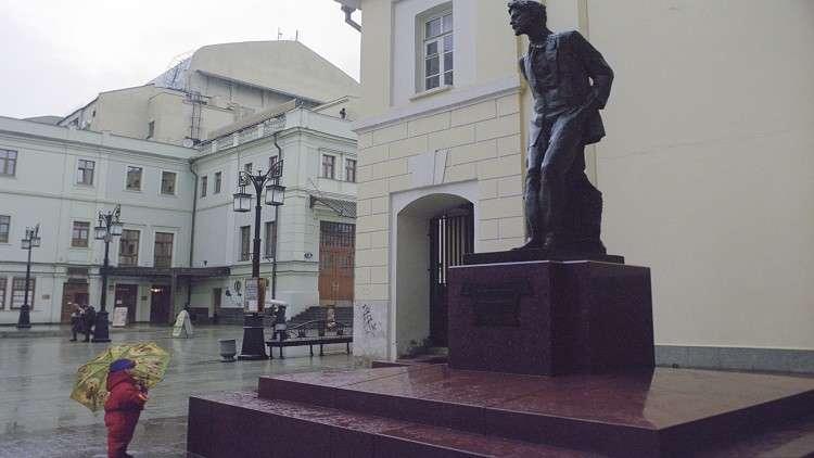 تمثال للكاتب انطون تشيخوف في موسكو
